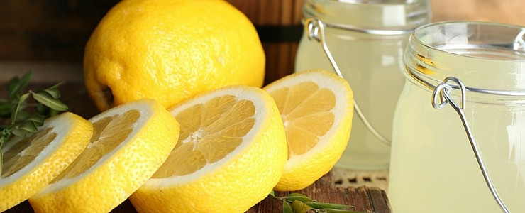 Sliced Lemons with Fresh Lemon Water